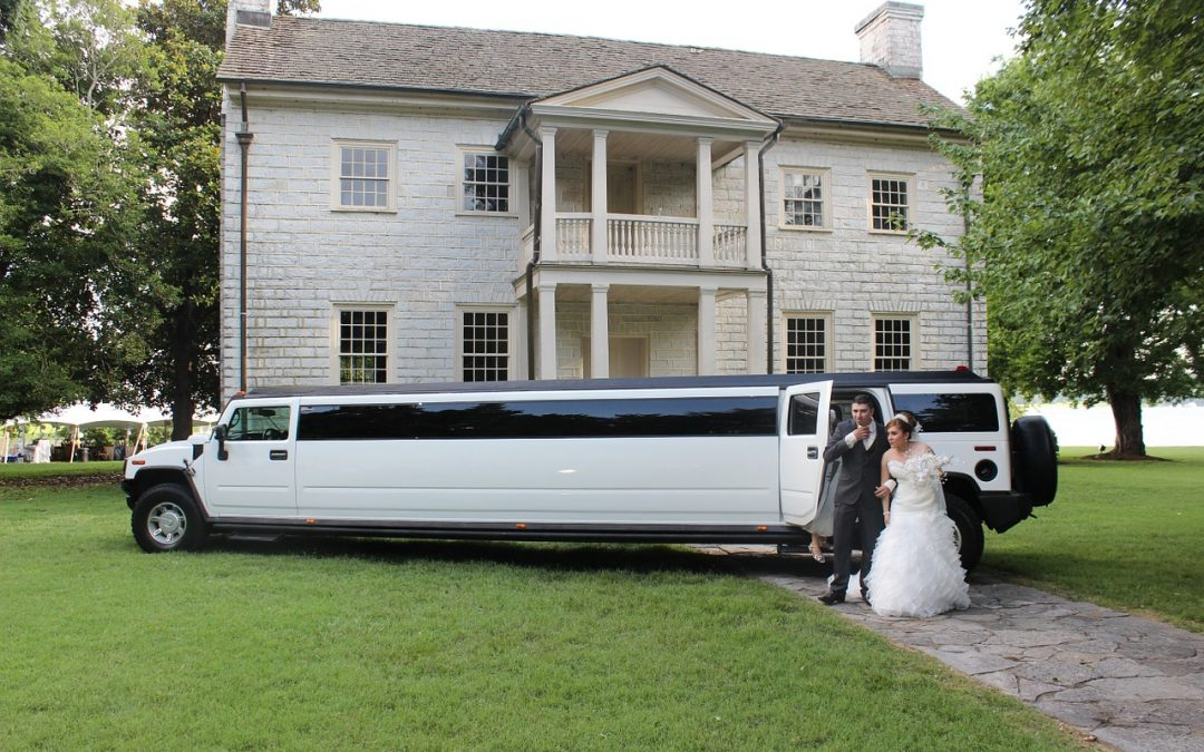 Tips to Choose Wedding Limousines